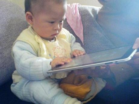 Bé 2 tuổi cận 500 độ vì ipad: 5 món ngon lại giúp mắt con thoải mái chống cận