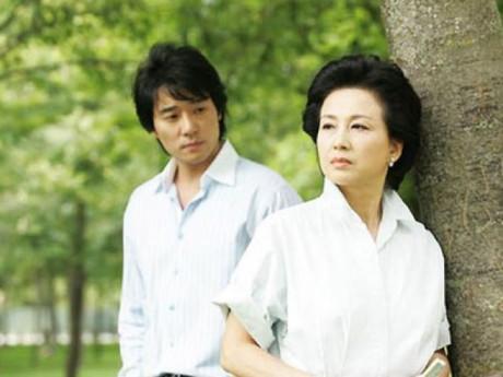 """Xui con lấy chồng đẹp trai học thức, mẹ tá hỏa khi phát hiện sự thật về chàng rể """"vàng"""""""