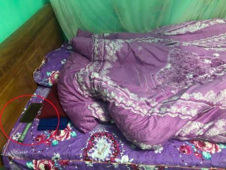 Lần đầu về quê vợ, chàng rể giật thót khi thấy thứ kinh hoàng ở đầu giường bà ngoại