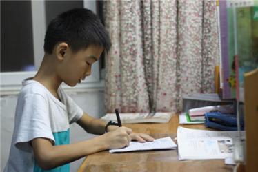 """be trai 9 tuoi nhay lau, de lai cho me loi chua chat """"con uoc khong phai di hoc them"""" - 4"""