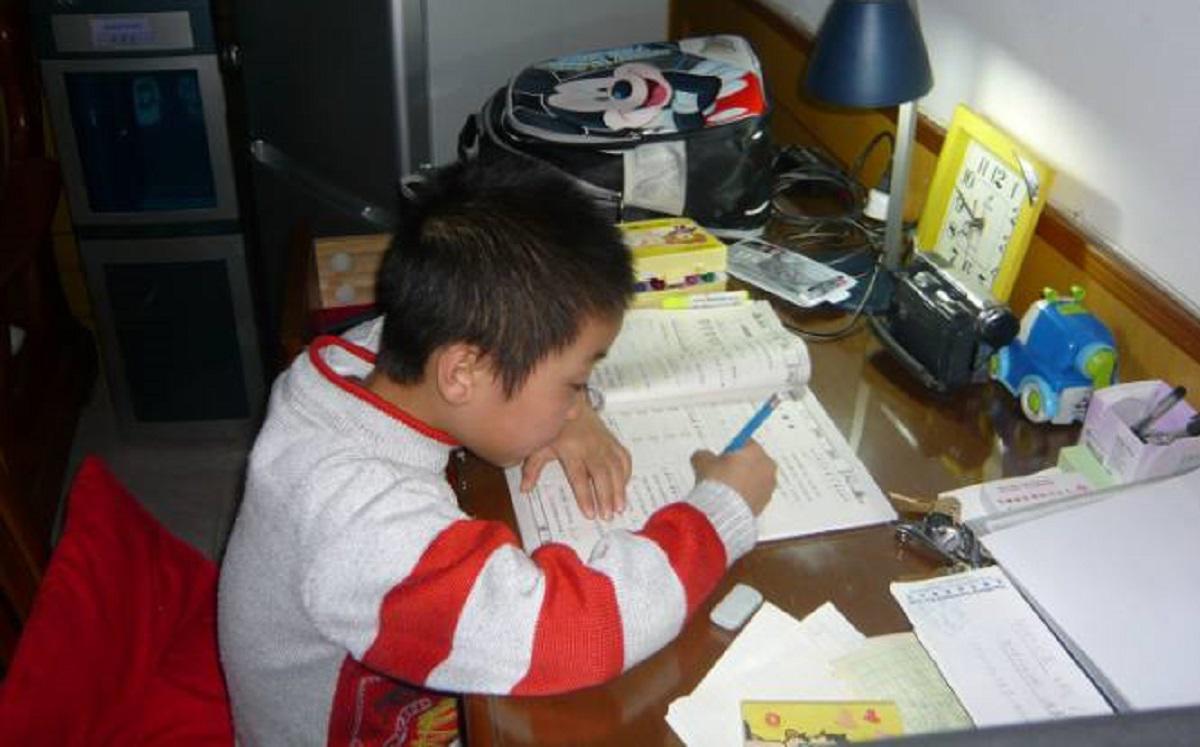 """be trai 9 tuoi nhay lau, de lai cho me loi chua chat """"con uoc khong phai di hoc them"""" - 1"""
