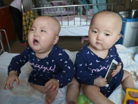 Hai con sinh đôi 11 tháng bị ung thư, mẹ chua xót khi nghe câu: