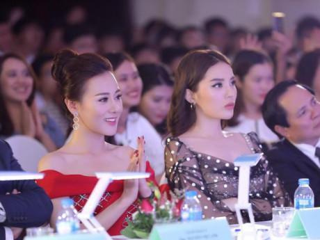 Quỳnh Búp Bê làm giám khảo thi Học sinh thanh lịch, rạng rỡ đọ sắc với Hoa hậu Kỳ Duyên