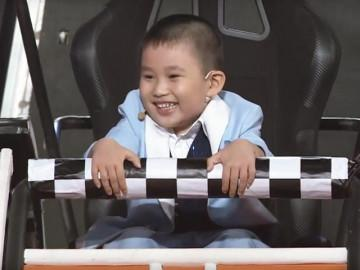 Cậu bé 4 tuổi có nụ cười tươi như hoa làm nên kỳ tích mới tại Nhanh Như Chớp Nhí