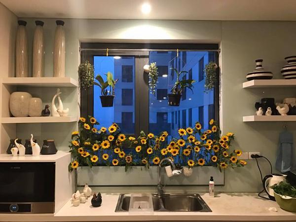 amp;#34;Vườn hoaamp;#34; độc đáo trên cửa sổ nhà bếp của bà mẹ khéo tay Hà Thành - 11