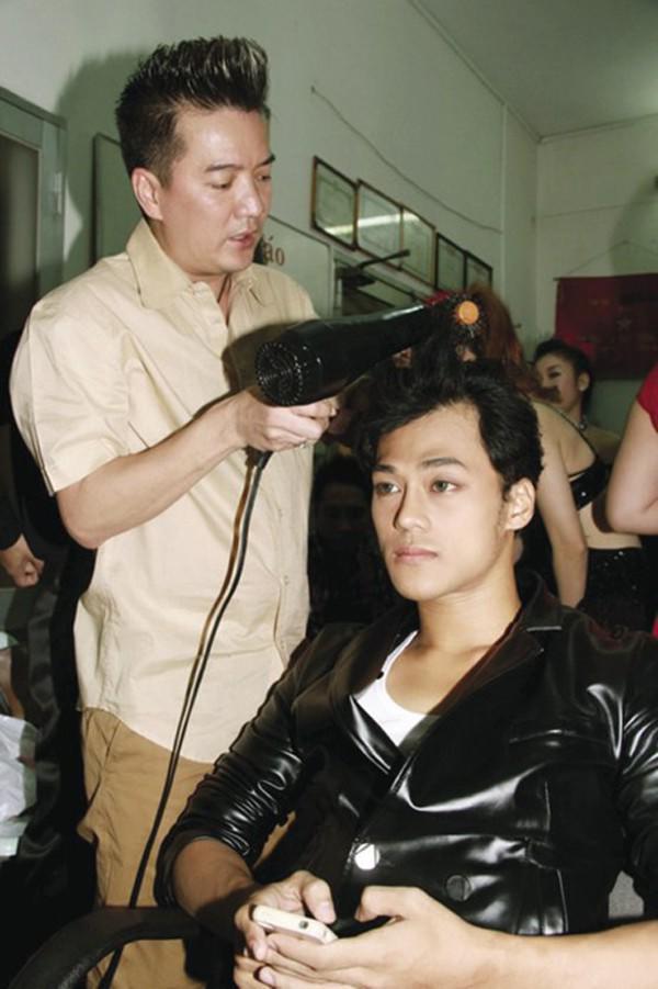 Sao Việt 24h: Cuối cùng, chồng hơn 16 tuổi cao 1m82 của Á hậu Thanh Tú đã lộ diện - 2