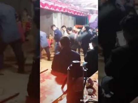 Dân mạng xuýt xoa với màn nhảy đám cưới đều tắm tắp của