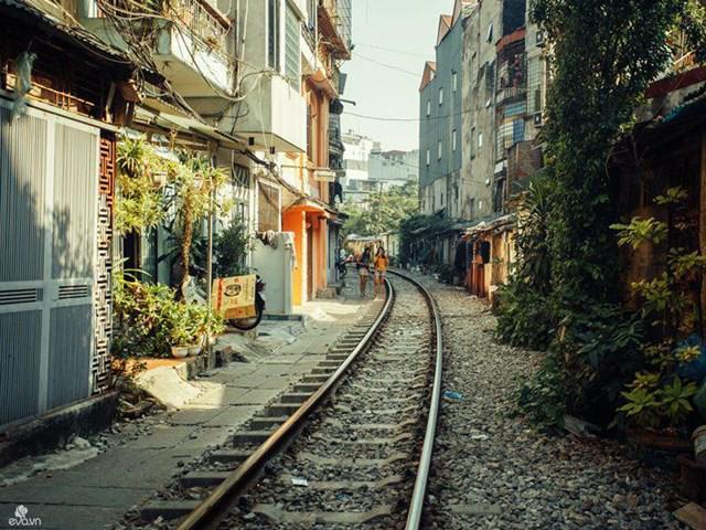 Xóm đường tàu Hà Nội bất ngờ nổi tiếng vì được so sánh với làng cổ Thập Phần, Đài Loan