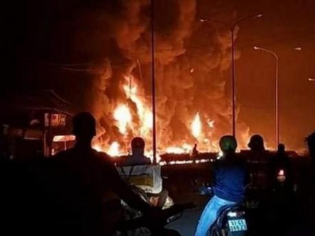"""Vụ tai nạn thảm khốc ở Bình Phước: """"Tôi bất lực nhìn nhà mình cháy"""""""