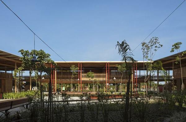 Ngôi trường giữa rừng bằng gỗ và gạch bùn cho học sinh nghèo cực chất - 10