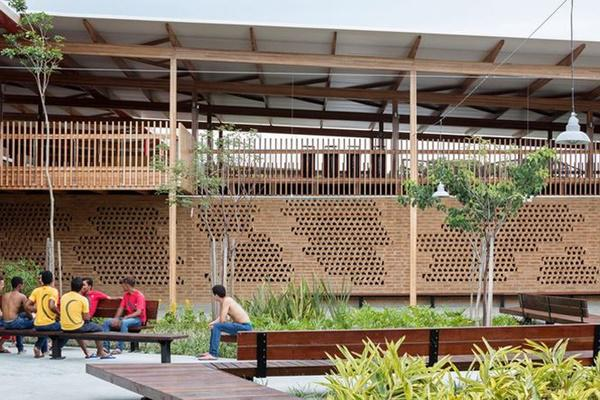 Ngôi trường giữa rừng bằng gỗ và gạch bùn cho học sinh nghèo cực chất - 11