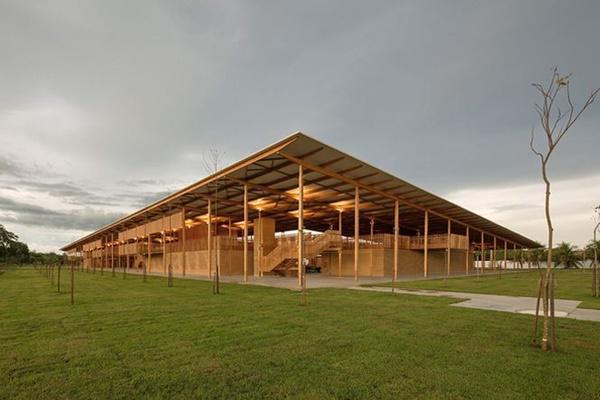 Ngôi trường giữa rừng bằng gỗ và gạch bùn cho học sinh nghèo cực chất - 2