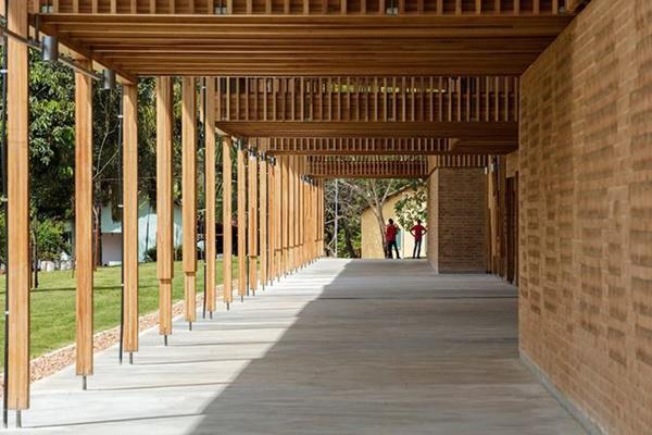 Ngôi trường giữa rừng bằng gỗ và gạch bùn cho học sinh nghèo cực chất - 5