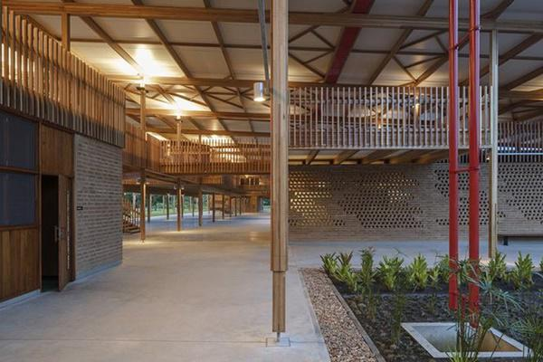 Ngôi trường giữa rừng bằng gỗ và gạch bùn cho học sinh nghèo cực chất - 9