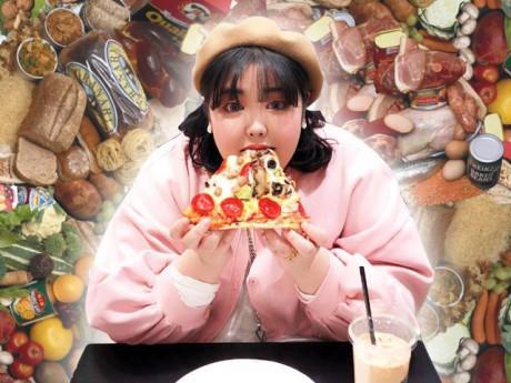 Nàng béo nặng 130kg, giàu có nhờ ăn uống vô độ và có người yêu siêu điển trai
