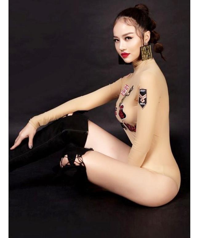 bikini da la gi, ao tam mac nhu khong, noi y xuyen thau moi la mot dang duoc lang xe - 7