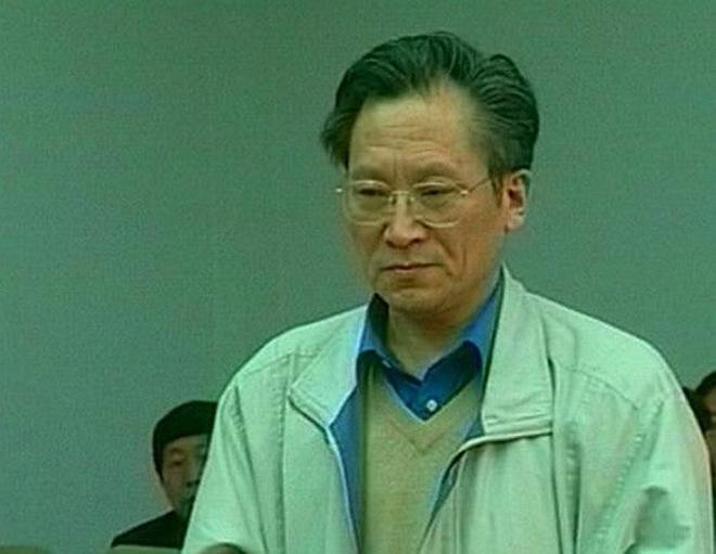 "ga giam doc gay chan dong voi 146 bo nhi, khoe khoang ""len giuong"" voi ca 2 me con - 1"