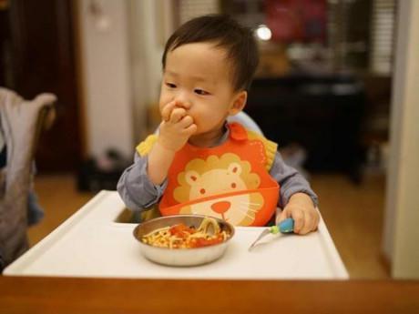 """Đừng bắt con ăn 5 thực phẩm này, trừ khi mẹ muốn DHA """"bốc hơi"""", con kém thông minh"""