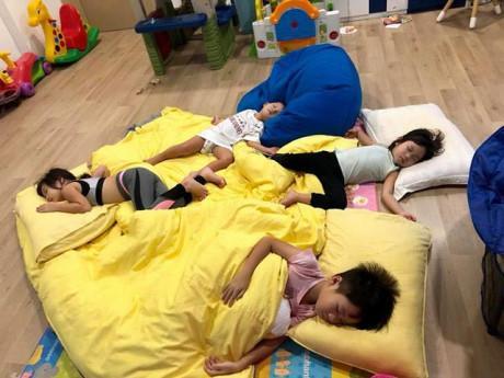 Nhà giàu nhưng vợ Lý Hải lại thích cho con ngủ đất hơn giường, lý do ai cũng gật gù