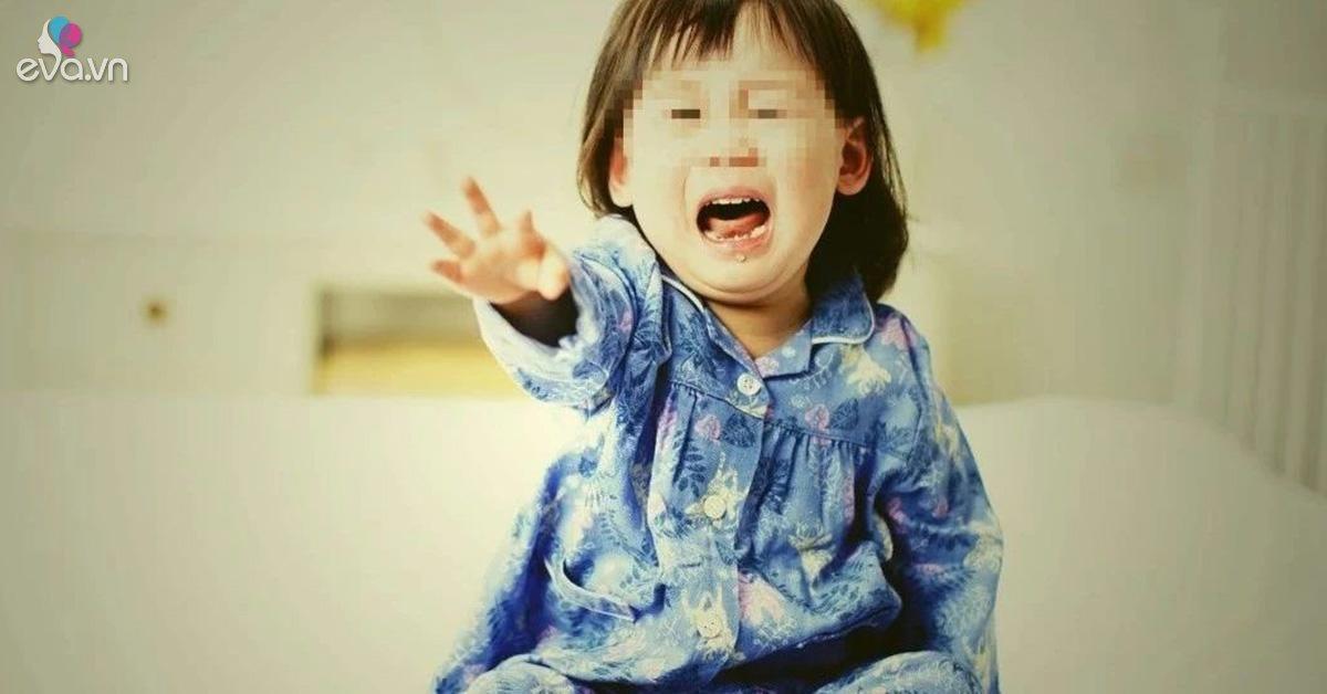 Bé gái 3 tuổi chân không đi nổi vì bà thường xuyên cho ăn món canh trẻ nên tránh