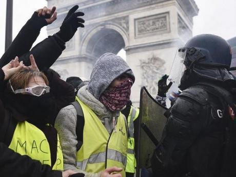 Khải Hoàn Môn, Pháp rực lửa trong các cuộc biểu tình