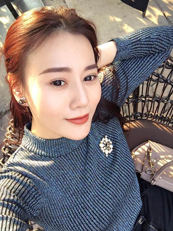 "ngo nguoi truoc hinh selfie cua ""quynh bup be"", dan tinh tu hoi day la quynh hay kelly nguyen - 1"