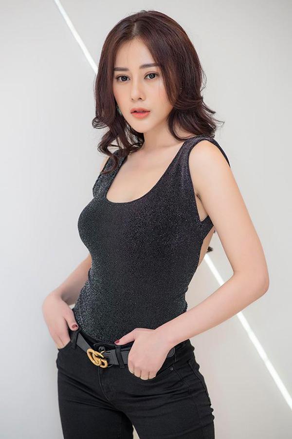 "ngo nguoi truoc hinh selfie cua ""quynh bup be"", dan tinh tu hoi day la quynh hay kelly nguyen - 4"