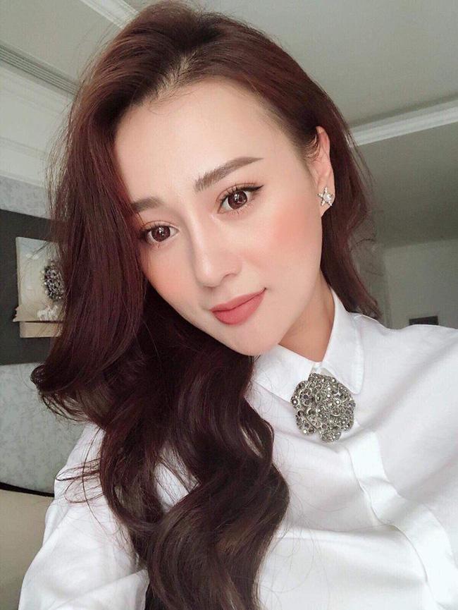 "ngo nguoi truoc hinh selfie cua ""quynh bup be"", dan tinh tu hoi day la quynh hay kelly nguyen - 5"