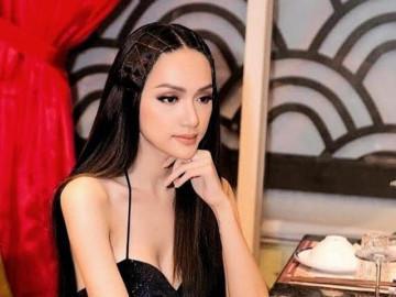 Hoa hậu Hương Giang đọ vẻ quyến rũ với Chi Pu khi tham dự sự kiện