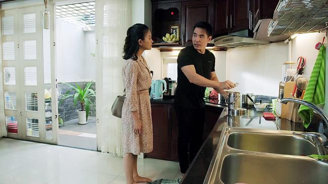 gao nep gao te: am anh chuyen kiet len cham soc vo cu, phuc canh cao han phai roi di - 7