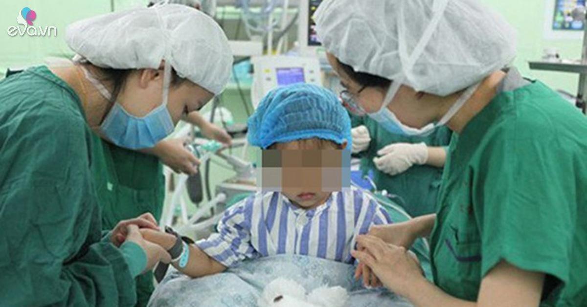 Đốm đỏ xuất hiện trên ngực bé gái 3 tuổi, mẹ không ngờ con mắc bệnh ung thư vú