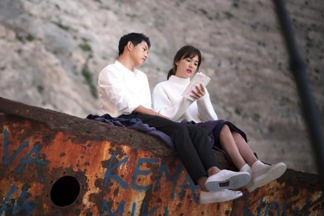"phat hien thu vi: song hye kyo ""trom"" mu ong xa di hen ho cung ""tinh tre"" - 2"