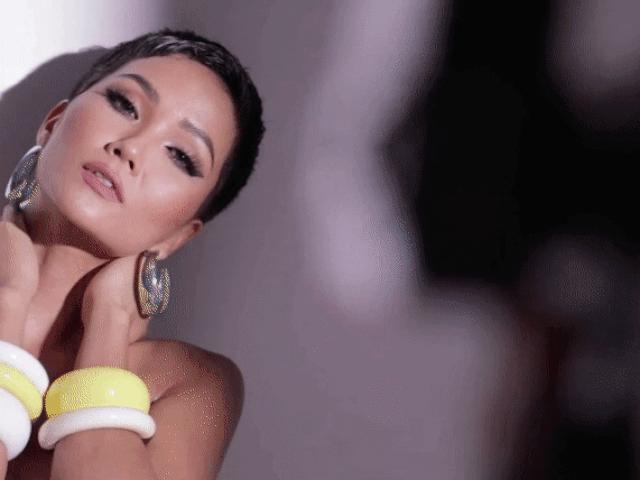 HHen Niê khoe vòng ba... 1 mét cực khủng với bikini trước bán kết Miss Universe