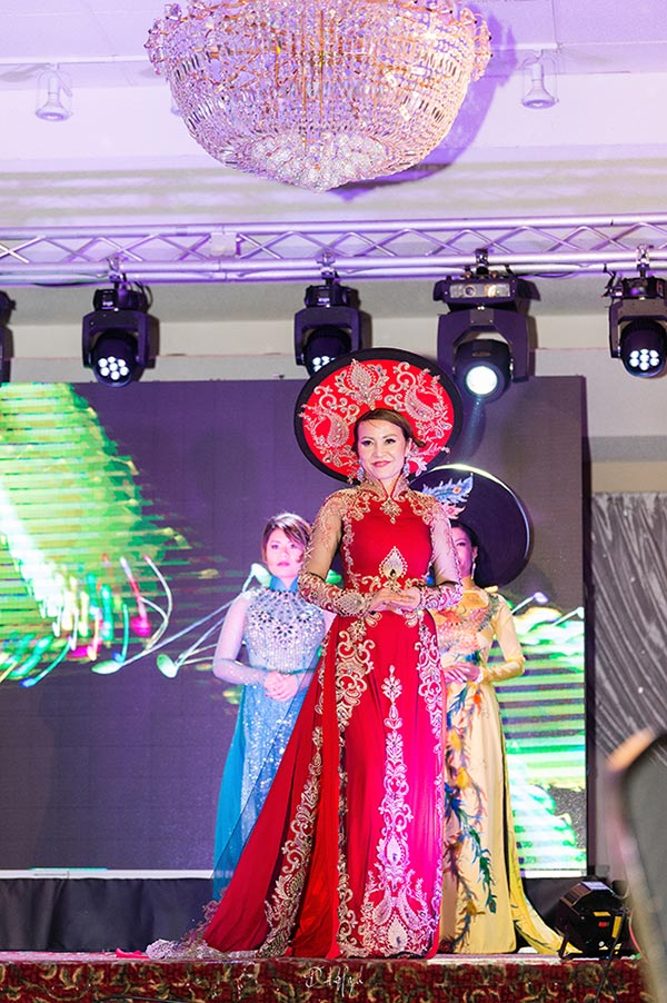 doanh nhan nina phuong dang quang a hau 1 mrs viet nam intercontinental 2018 tai canada - 3