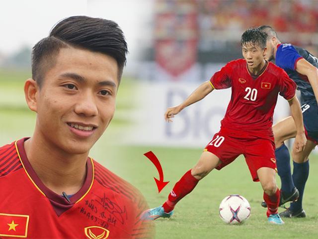 Đôi giày cũ rích, rách tươm cũng không thể cản chân Phan Văn Đức ghi bàn ở AFF Cup