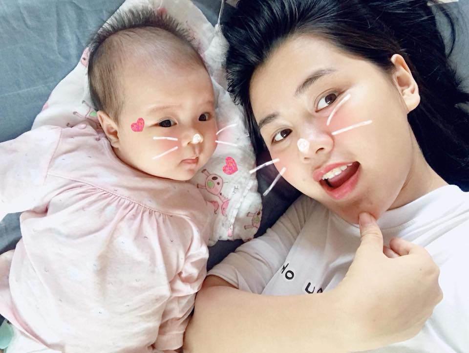 Con gái Hoa khôi ĐH Vinh được Công Phượng đặc biệt quan tâm, cưng nựng khi vừa về Việt Nam - 2