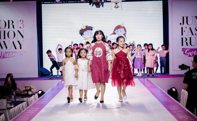 amprin mang ca khu vuon day hoa len san dien thoi trang quy mo bac nhat cuoi nam 2018 - 2