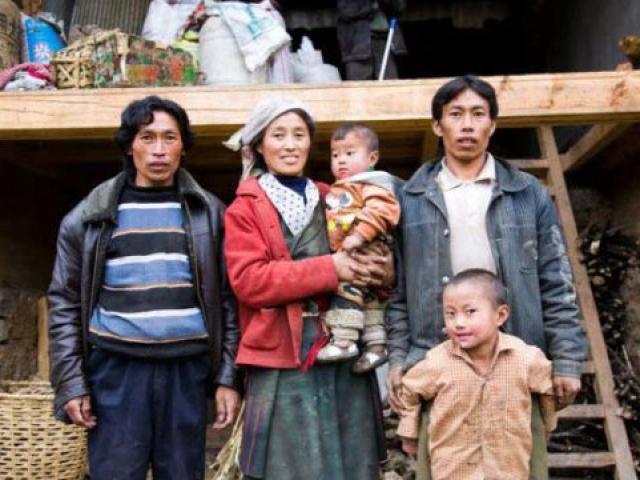 Nơi cô dâu chăn gối với cả em trai chồng, con gái được chia sẻ chồng với mẹ