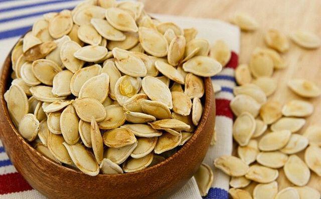 Mỗi ngày ăn một nắm hạt bí có thể ngừa được 6 loại bệnh, đặc biệt tốt cho