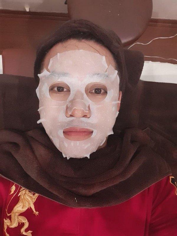 Ai như bà xã Tuấn Hưng, tận tình chăm sóc da mặt cho chồng dẫu... chồng mới đi nhậu về - 7