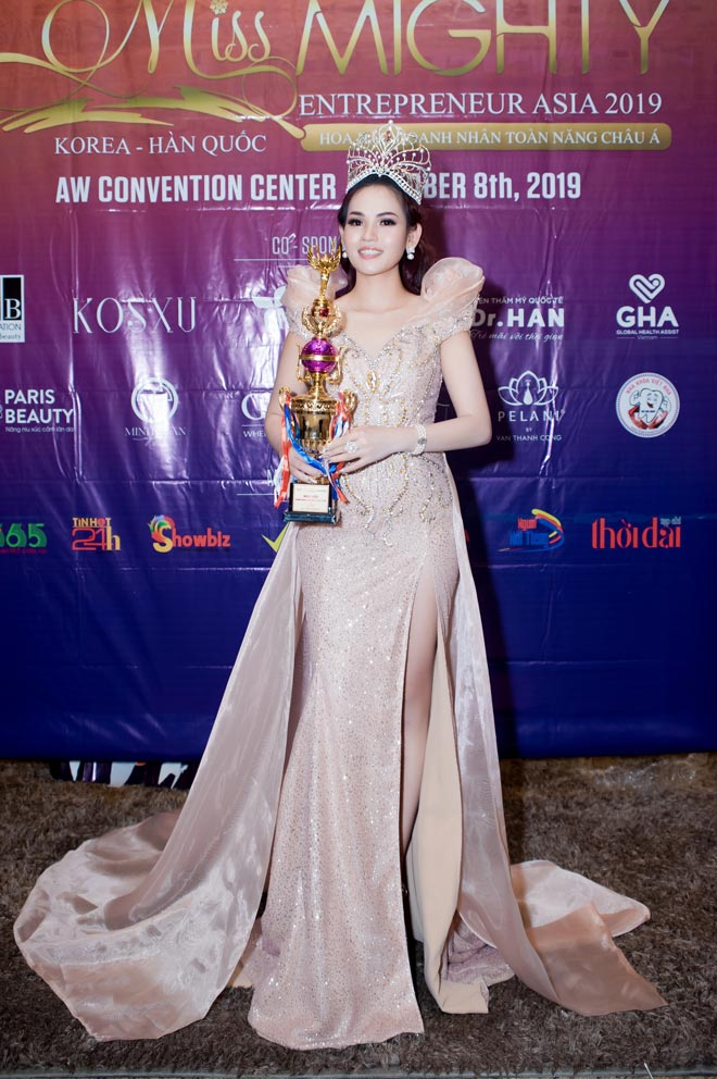 """bong hong thep"" ngoc han gianh ngoi hoa hau doanh nhan toan nang chau a 2019 - 3"