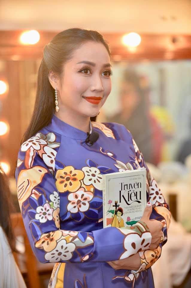Bị chỉ trích vì làm lố tại gameshow, Ốc Thanh Vân vẫn tự tin khoe nhan sắc đẹp rụng rời - 4