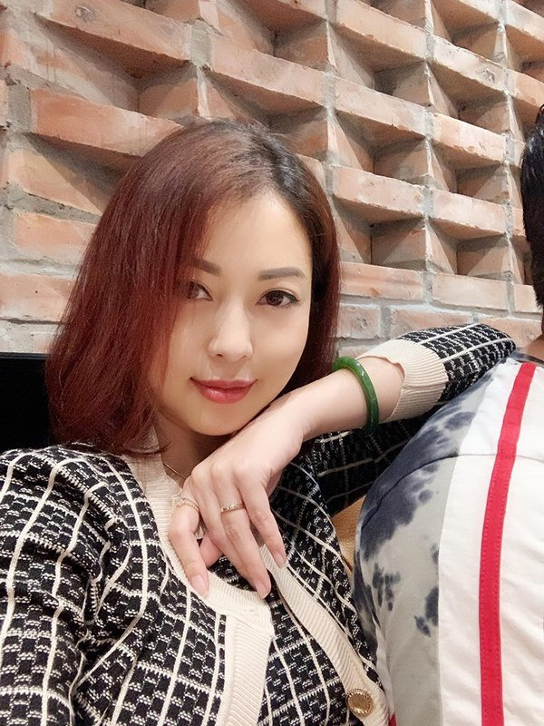 amp;#34;Tái xuấtamp;#34; sau ít tháng vắng bóng, Jennifer Phạm mới bầu hơn 2 tháng mà mặt đã tròn xoe - 1