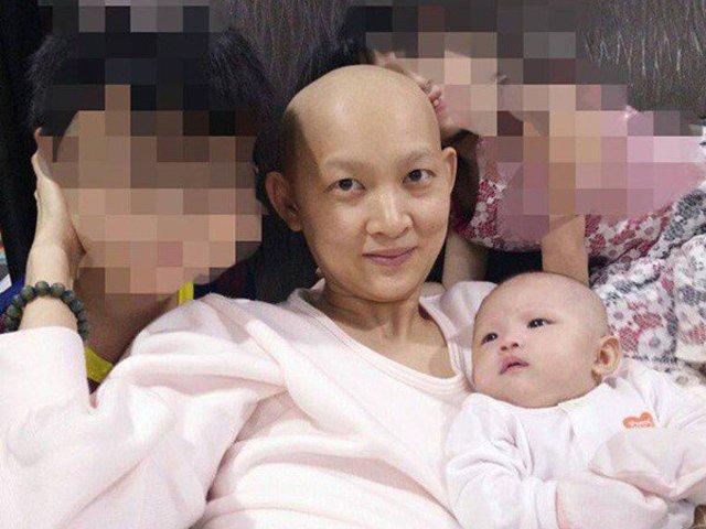 Mẹ trọc đầu mang bầu gầy khẳng khiu, hình ảnh sau 4 năm thật tuyệt vời!