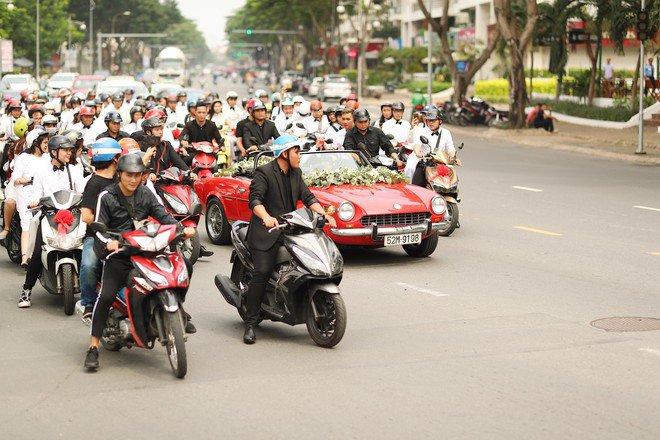 dong nhi vo oa hanh phuc trong giay phut buoc len xe hoa cung chu re ong cao thang - 20