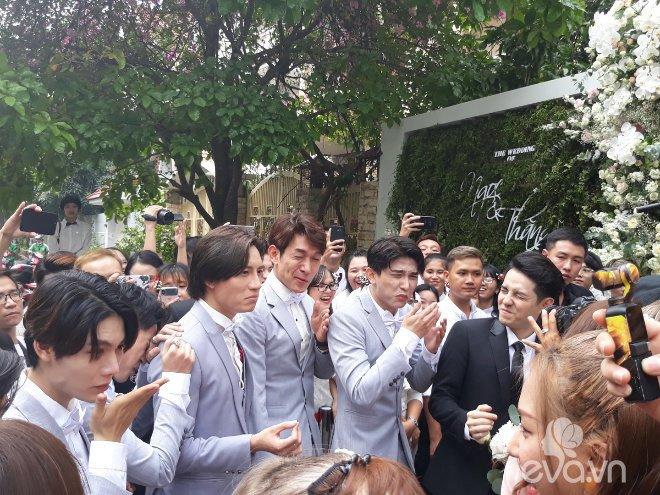 dong nhi vo oa hanh phuc trong giay phut buoc len xe hoa cung chu re ong cao thang - 11