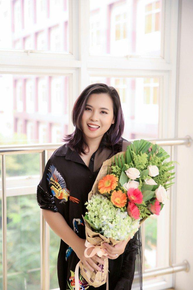 """Đạo diễn gameshow Huỳnh Phúc Thanh Nhân bất ngờ xuất hiện với vai trò """"cô giáo"""""""