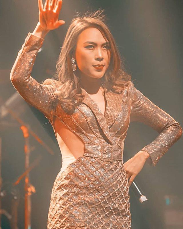 bat ngo chua: my tam dien vay ngan khoet eo tao bao, khoe suong suong vong nguc day da - 3
