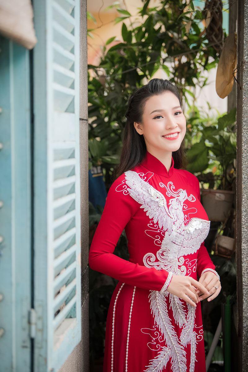 a hau hoang oanh va chong tay dien ao dai doi long phung dep nhu mo trong ngay cuoi - 5