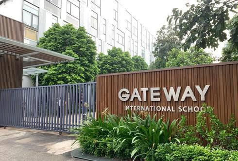 """Vụ bé trai lớp 1 trường Gateway tử vong trên xe đưa đón: """"Ai là người thay chiếc áo đỏ?"""""""
